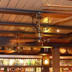 Americana ventilador de techo, latón antiguo, con aspas de madera de estílo tropical-colonial