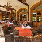 Palisade ventilador de techo de rotación vertical, marrón óxido, con aspas de bambú, terraza de hotel